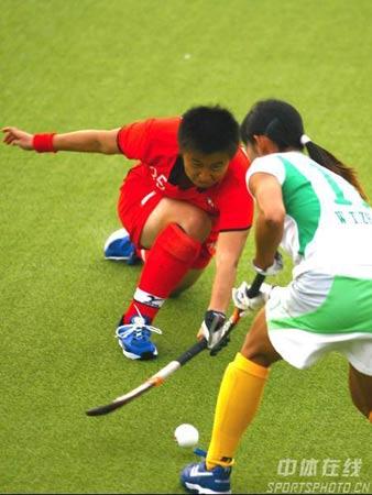 图文:大连女曲1-0广州夺冠 鲍芊芊防守积极