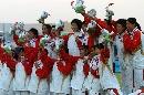 图文:大连女曲1-0广州夺冠 队员欣喜万分