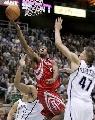 图文:[NBA]火箭VS爵士 海德低手上篮