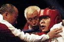 图文:拳击世锦赛第十日 张志磊听取教练指导