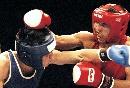图文:拳击世锦赛第十日 哈那提按住对手头部