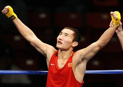 图文:拳击世锦赛第十日 哈那提仰望苍天庆胜利