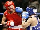 图文:拳击世锦赛第十日 哈那提机警躲过重拳