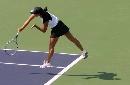 图文:六城会网球女双决赛 跃起大力击球背影