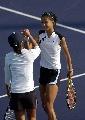 图文:六城会网球女双决赛 击掌相庆夺冠军