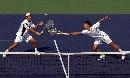 图文:六城会网球男双决赛 柏衍奋力够球