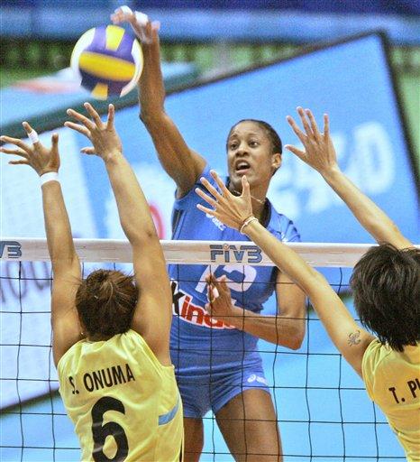 图文:女排世界杯意大利3-0泰国 阿圭罗扣球