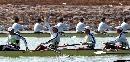 图文:广州获男子2000米四人单桨冠军 大声欢呼
