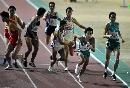 图文:城运男子4X400米接力上海夺金 交棒瞬间