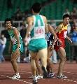 图文:上海获得男子4×400米接力冠军 准备接棒