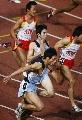 图文:上海获得男子4×400米接力冠军 交棒瞬间