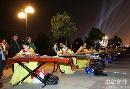 图文:第六届城运会闭幕式彩排 古装古琴表演