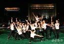 图文:第六届城运会闭幕式彩排 集体舞预演