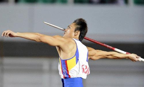 图文:城运会田径比赛 厦门林清泉在十项全能中