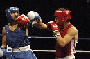 图文:拳击世锦赛邹市明晋级决赛 阻击对手拳头