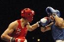 图文:拳击世锦赛哈那提无缘决赛 被对手击中