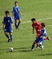 图文:女足季军争夺广州VS南通 广州队员强球