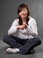 图文:中国女排时尚写真集 张娜笑容格外温柔