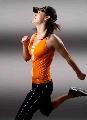 图文:中国女排时尚写真集 王琳享受奔跑的快感