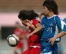 图文:南通队胜广州夺六城会女足季军 贴身逼抢