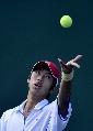 图文:柏衍获六城会网球男子单打冠军 陈卅发球