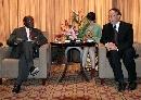 图文:刘鹏会见莫桑比克客人 与客人友好交谈