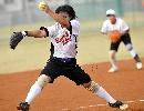 图文:南京队获得六城会女子垒球冠军 跨步传球