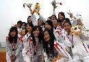 图文:南京队获得六城会女子垒球冠军 美女合影
