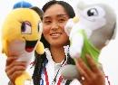 图文:南京队获得六城会女子垒球冠军 可爱一面