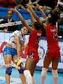 图文:意大利女排3-0多米尼加 对人拦网防不住