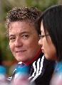 图文:城运女足决赛 伊丽莎白观看比赛目光锐利