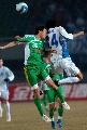 图文:[中超]北京国安2-0天津 张永海争顶