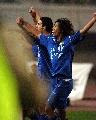 图文:[中超]河南3-2长春亚泰 蓝衣军团庆祝胜利