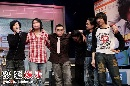 组图:郑钧歌会结束 携乐队全体成员致谢