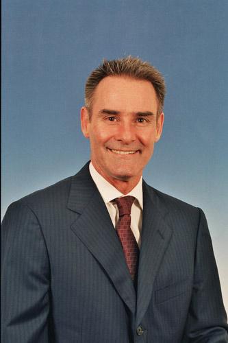 洲际酒店集团大中华区营运副总裁麦金信(Bruce McKenzie)