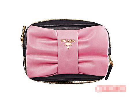 羔羊皮蝴蝶结手拿包最热卖的2个颜色是橘色与粉红色。3万元