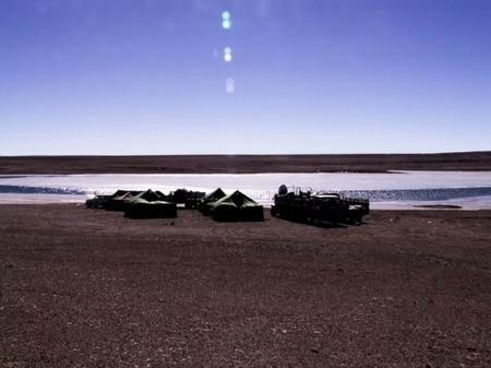 C3营地—靠近长虹湖和云雾岭,门前是一个不知名的小湖