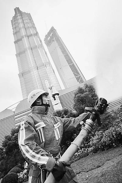 上海 金茂大厦/金茂大厦举行消防演习11月5日,上海金茂大厦与上海市消防局...