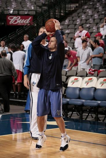 图文:[NBA]火箭VS小牛 巴雷阿寻找手感