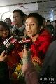 图文:中国拳击队载誉归来 邹市明接受采访