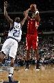 图文:[NBA]休斯顿火箭负小牛 麦迪外围出手
