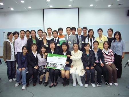 易保志愿者在上海对外贸易学院