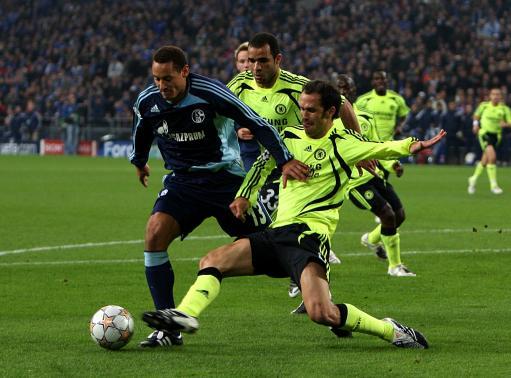 图文:沙尔克0-0切尔西 卡瓦略踢到琼斯