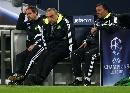 图文:[欧冠]沙尔克0-0切尔西 教练组无奈