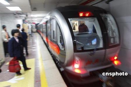 新型空调列车在北京地铁一号线调试运行