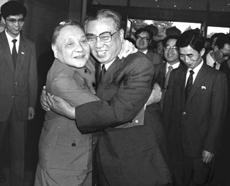 1987年,邓小平(前左)在北京会见朝鲜劳动党中央委员会总书记、共和国主席金日成