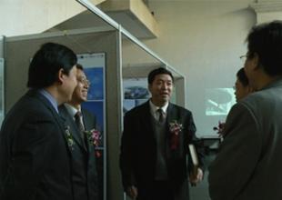 朱文一等嘉宾参观展览