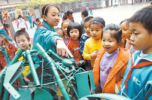 北京/为激发学生的潜力和创造热情,11月6日在北京中关村二小校园内...
