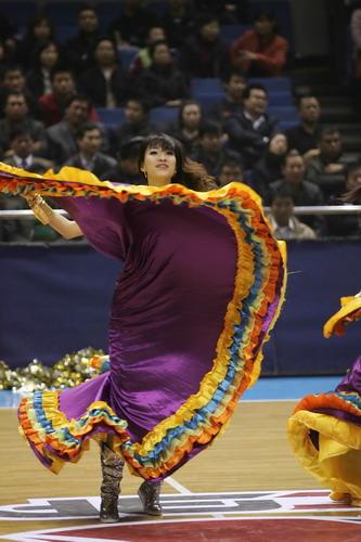 组图:北京宝贝赛场热舞 长裙别样性感