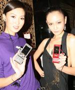 模特展示索尼爱立信新机